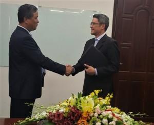 TGĐ Công ty CII Lê Quốc Bình và đại diện Hongkong Land bắt tay sau khi hợp đồng hợp tác được ký kết
